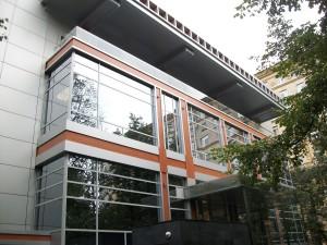 Алюминиевое фасадное остекление эффективный способ создания современного внешнего вида зданий